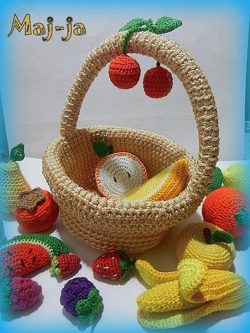 вязаная корзинка-витаминка,а в ней 20 разных! ягодок и фруктов! свяжу на заказ, цена 3000 рублей