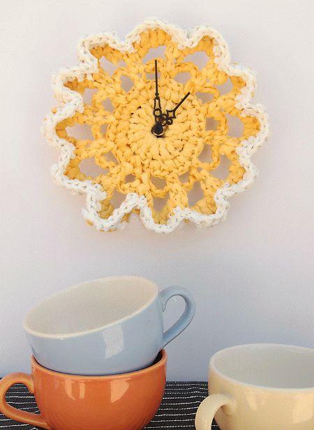 plarn-doily-clock