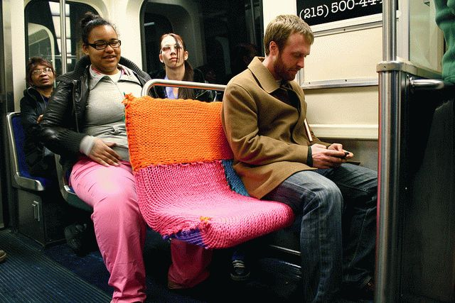 Yarn-bombing-the-blue-line-2