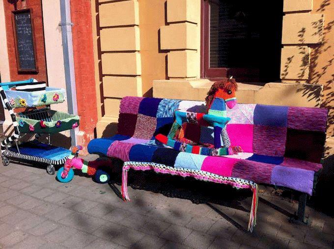 yarn-bombing-toys