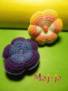 заколка-резинка с вязаным цветочком