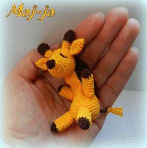 """моя игрушка в ручку """"Сплюшка""""-маленький спящий жирафик всего лишь 8 см ростом,уютно помещается в ручку. цена 400 рублей"""