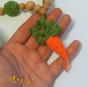 Вязаные бусы с морковкой- для праздника осени в детском саду.