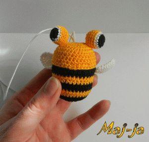 Вязаная пчелка-хранительница секретиков