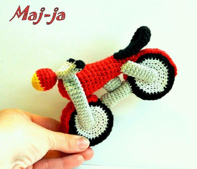 Вязаные игрушки: вязаный мотоцикл