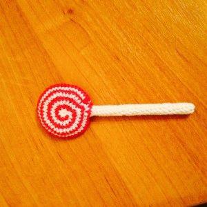 вязаные сладости: леденец на палочке.