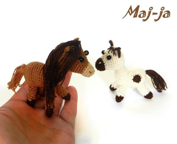 вязаные лошадки