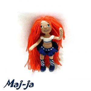 кукла с рыжими волосами.