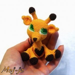 Игрушка красивый жираф.