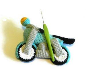 вяжем игрушки крючком